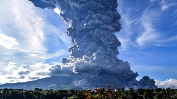 lewatolo vulkán Indonézia kitörés