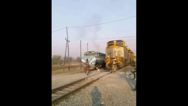 vasúti átjáró gyalogos