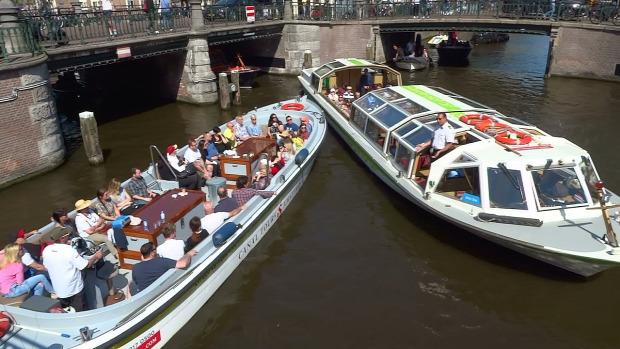 Amszterdam csatorna kikötők hajók