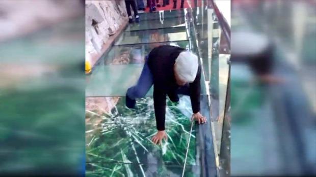 Kína üvegjárda törés