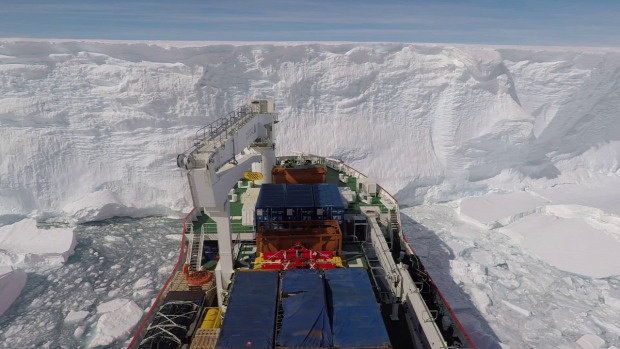 Antarktisz jégtörő drón jégfal