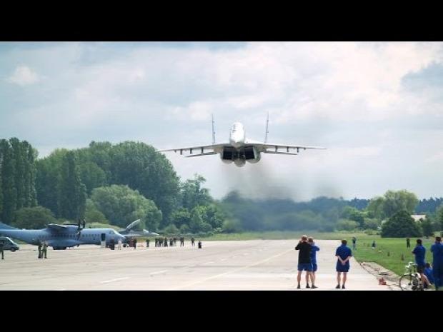 Mig-29 átrepülés mélyrepülés