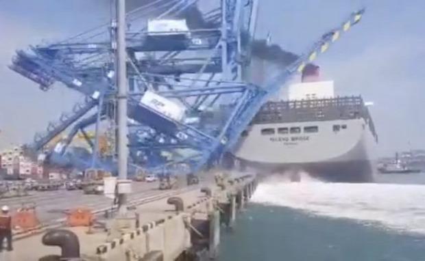 hajó kikötő baleset ütközés