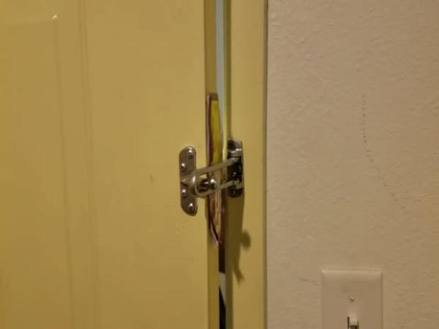 szálloda ajtó zár nyitás