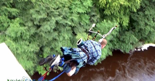 Bungee jumping skót duda szoknya