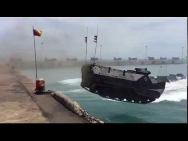 kétéltű csapatszállító tenger ugrás