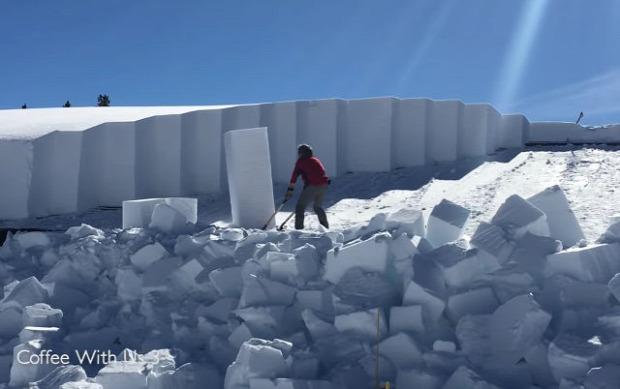 Yellowstone Park épület tető hó takarítás