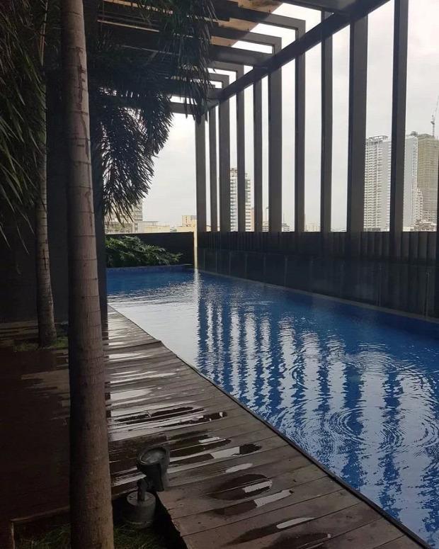 földrengés toronyház tetőtér úszómedence