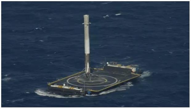 Falcon Dragon rakéta leszállás tenger úszó platform
