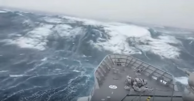 óceán vihar hajó