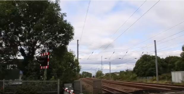 mozdony átjáró vasút fotó