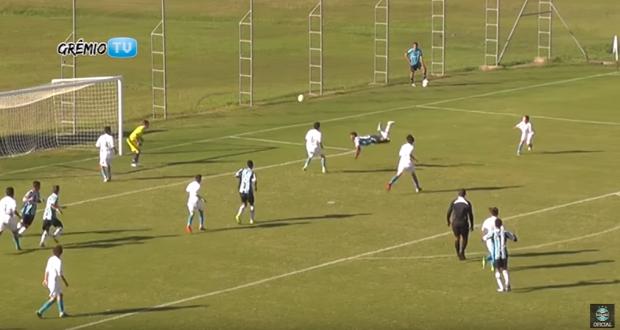 foci  Brazília 14 éves skorpiócsapás rúgás
