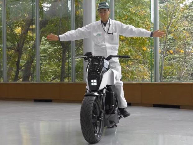 Honda motor motorkerékpár egyensúlyoz