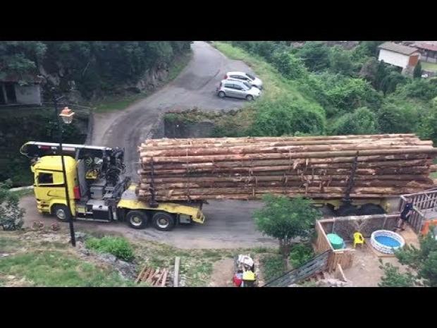 kamion sofőr farakás hegy szerpentin híd kanyar