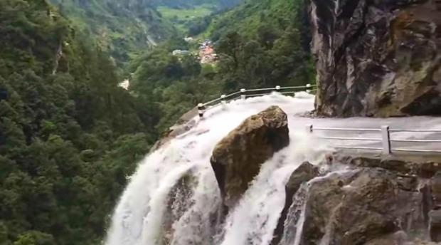 út  hegy vízesés Nepál